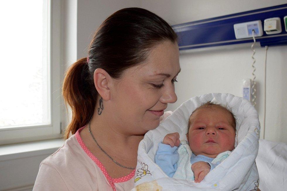 Matěj Soukal rozšířil rodinu Michaely a Miloslava v České Třebové. Narodil se 7. 2. v 7.48 s váhou 3,430 kg. Těší se na něj i sourozenci Vašík a Míša.