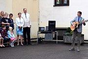 Prvňáky v Žamberku přivítali jejich patroni i nový ředitel školy.
