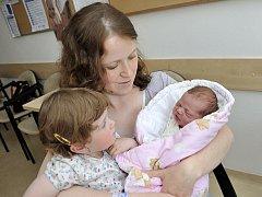 Klárka Šanderová bude doma v Letohradu s rodiči Michaelou a Zdeňkem i sestřičkou Terezkou. Když se 25. května v 10.57 narodila, vážila 3,35 kg.