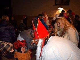 Vánoční strom už svítí i v Jankovicích