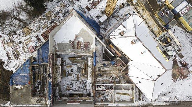 Rekonstrukce kulturního domu v Lanškrouně pokračuje i v zimě.
