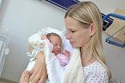 Kristýna Unčovská se narodila 5. 6. v 7.52 hodin. Radost z ní mají rodiče Marie a Radek i bráška Filípek z Litomyšle. Holčička vážila 2,82 kg.