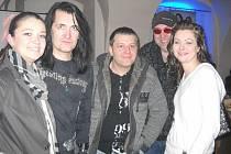 Ze křtu nového klipu kapely Michael. Na snímku zleva Veronika Pompeová,  Michal Holas, manželé Holečkovi a David Beránek.
