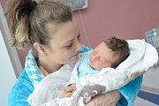Kryštof Kratochvíl se narodil 12. dubna v 19.15 hodin a na svět si přinesl 3,61 kg. S maminkou Stanislavou Kratochvílovou bude doma ve Velké Skrovnici.