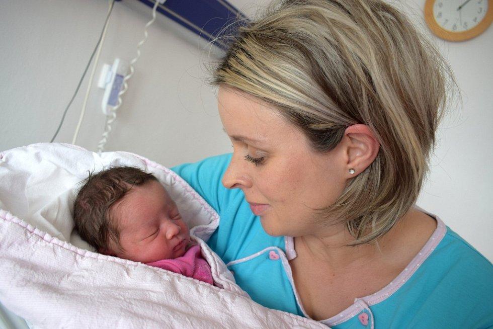 Kristýna Bártová dělá radost Iloně a Martinovi z Dlouhé Třebové. Narodila se 4. 4. v 9.56 hodin, kdy vážila 3,356 kg. Sestřička se jmenuje Kačenka.