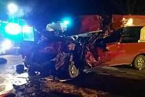 Při střetu dodávky a kamionu u Vysokého Mýta zemřel dnes navečer řidič dodávky.