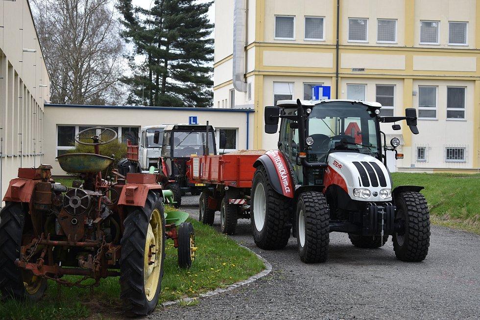 Nový traktor pro učební obor Opravář zemědělských strojů