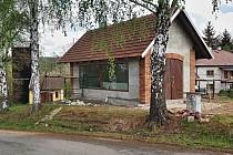 Stavba hasičského minimuzea v místní části Letohradu Kunčicích se blíží do finále.