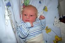 Matyáš Hanzal se narodil 25. 4. v 0.39 hodin Kateřině Merklové a Tomáši Hanzalovi z Mikulče. Chlapeček vážil 3750 g.