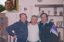 Čtveřice Ladislav Cach, Rudolf Chládek, Jiří Cach (zleva) a ve výřezu František Vlk je de facto historickou stálicí albrechtických kuželkářů. Nad jejich zápalem pro hru žasnou i ti nejlepší.