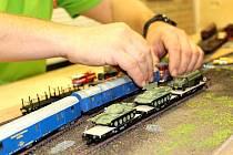 Desítky lidí si tak přišly prohlédnout miniaturní modely vlaků, a to osobních i nákladních včetně do detailů promyšlených vlakových stanic.