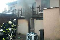 Stačila nedbalost při vaření a výsledkem je hospitalizace v nemocnici s popáleninami a škoda na rodinném domku po vzniklém požáru ve výši 400 000 korun.