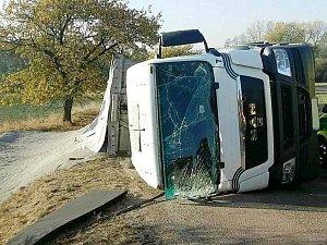 Havárie nákladního automobilu v Radhošti na Vysokomýtsku.