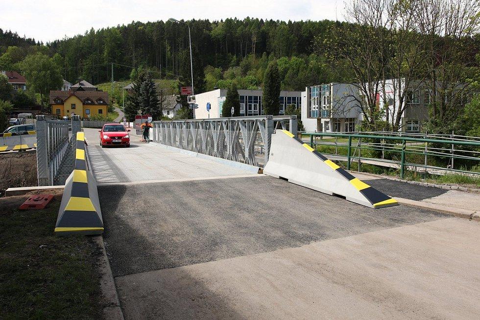 Most v ulici Lázeňská v Ústí nad Orlicí od pondělí funguje. Most přes řeku Třebovku na silnici II/360 je provizorní a nahradil původní most, který byl v havarijním stavu. Motoristům tak po měsíci odpadne objížďka ve směru na Sloupnici a Litomyšl. Vlastník