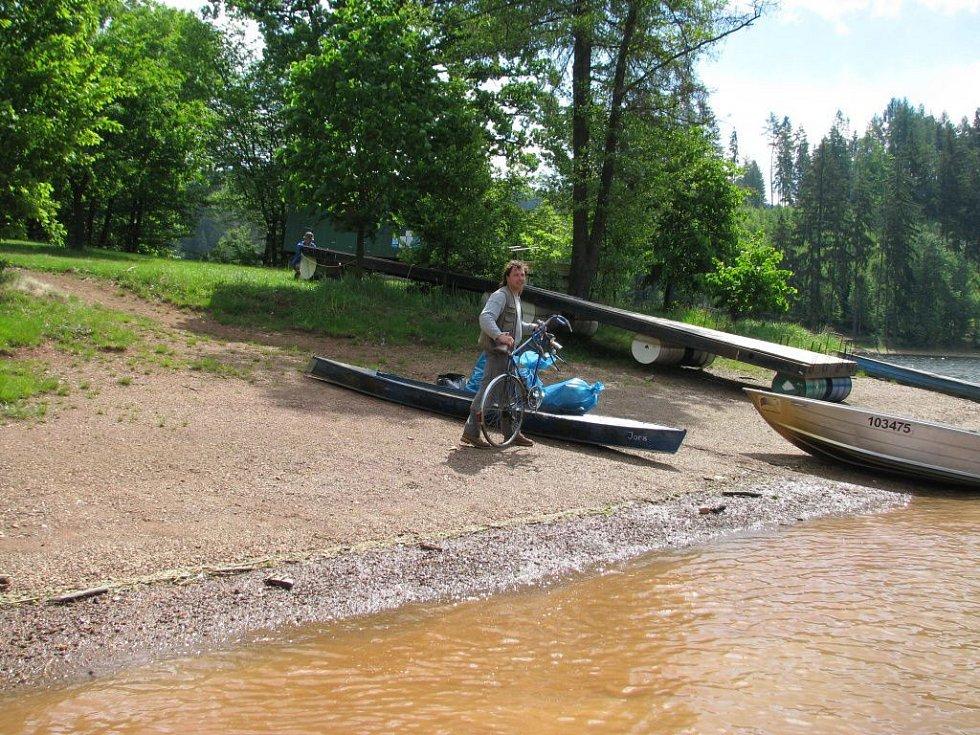 Pastvinská přehrada byla uklizena.