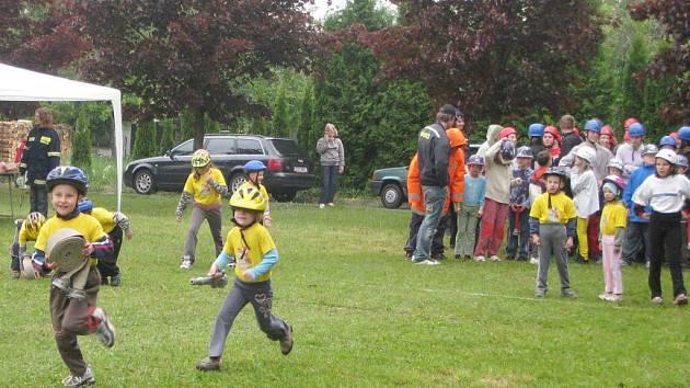 Tři stovky dětí z Orlickoústecka měly ve Svatém Jiří generálku na okresní kolo soutěže mladých hasičů Plamen.