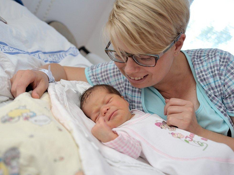 Rozálie Valášková bude doma vHorním Třešňovci srodiči  Kateřinou a Martinem. Holčička se narodila 29. července ve 21.22 hodin a vážila 3,58 kg.