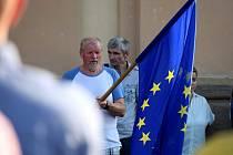 V Letohradě se demonstrovalo před kostelem