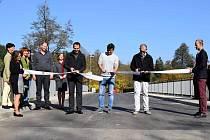 Most u Vonwillerovy továrny září novotou. Slavnostně otevřen byl 17. října 2017.