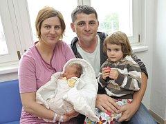 Elen Broulíková poprvé uviděla svět 10. července v 17.38 hodin. Radují se z ní rodiče Jana a Pavel i sestřička Lucinka z Lípy nad Orlicí. Po porodu vážila 2,76 kg.