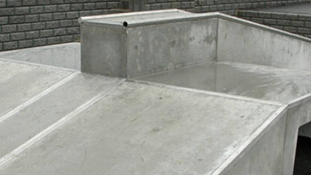 Součásti jedné  z etap regenerace sídliště Lhotka bylo vybudování skateparku.