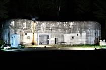 V sobotu 26. září ve večerních hodinách různé zdroje světla nasvítí řopíky, pěchotní sruby i mohutné objekty dělostřeleckých tvrzí. Při akci Světla nad bunkry bude hojně zastoupené Králicko.