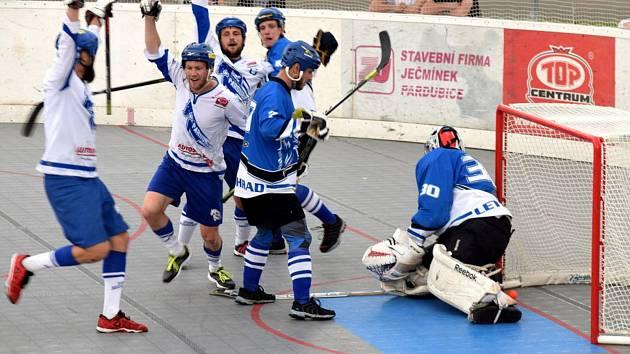 Semifinále play off extraligy hokejbalistů: Pardubice - Letohrad.