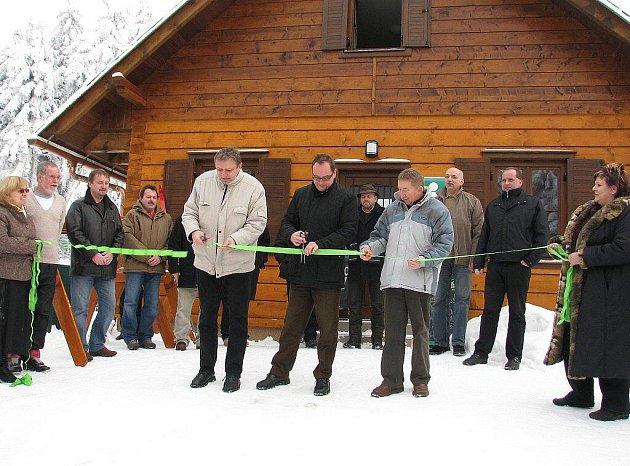Rekonstruované informační centrum bylo ve čtvrtek  odpoledne oficiálně  otevřeno na Červenovodském sedle.