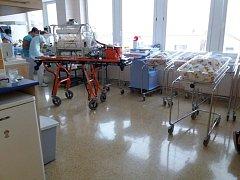 Zdravotnická záchranná služba převážela novorozence.