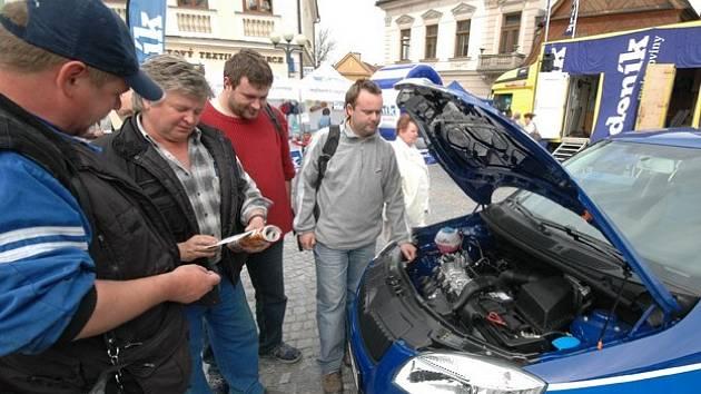 Nová Škoda Fabia lákala desítky lidí, kteří si ji přišli prohlédnout a soutěžit o ni. Zájem publika si získala také mobilní redakce nebo možnost vyfotit se a odnést si fotografii.