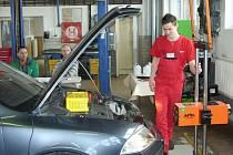 Ve Střední škole automobilní v Ústí nad Orlicí se konalo regionální kolo soutěží dovedností mladých opravářů motorových vozidel.