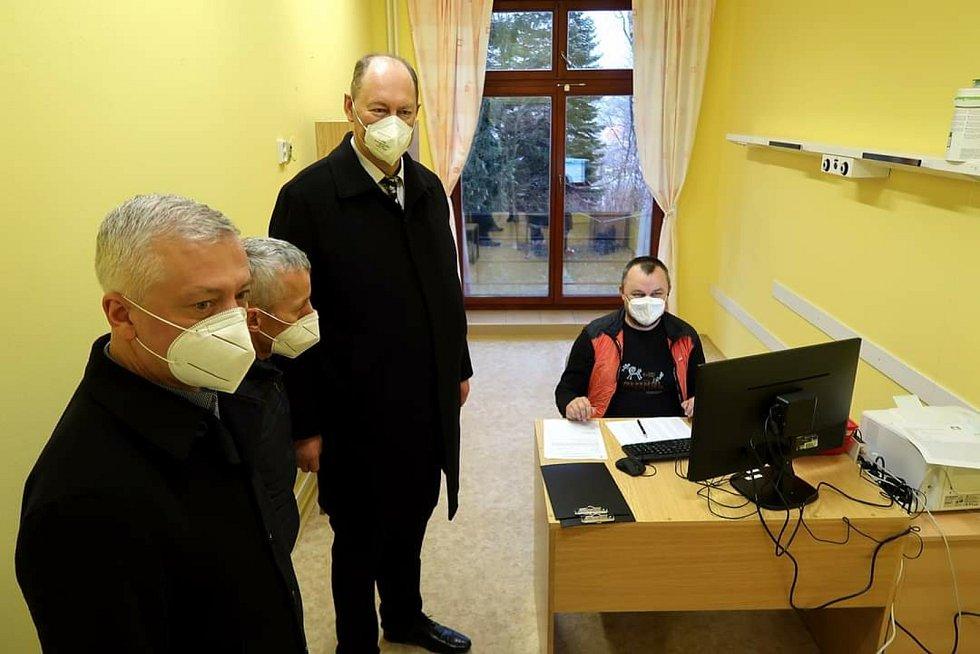 Na otevření očkovacího centra v Žamberku Oldřich Jedlička dohlížel také starosta , zdroj fotografie: Město Žamberk