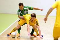 Futsalista Vysokého Mýta Jaroslav Kubát (ve žlutém).