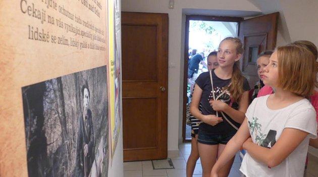 Ve Východočeské galerii v Pardubicích vystavují studenti Střední školy uměleckoprůmyslové v Ústí nad Orlicí.