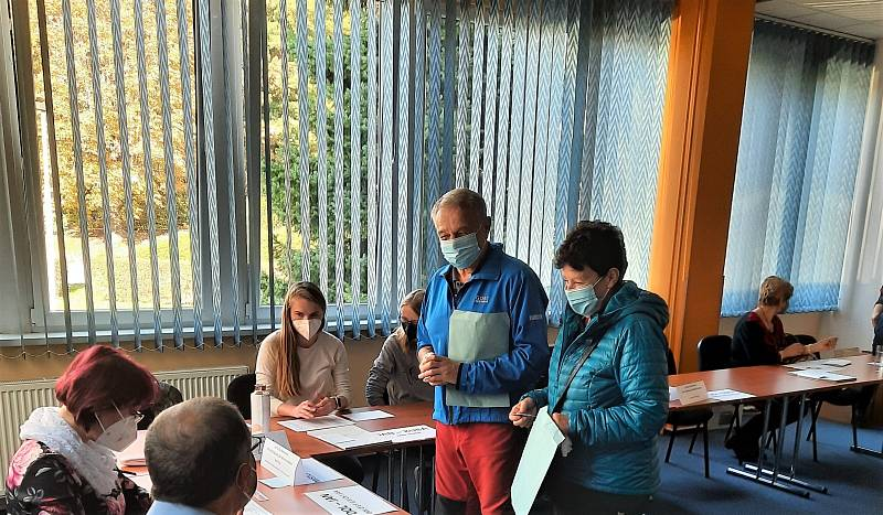Volební místnosti se otevřely také v orlickoústeckém hotelu UNO v Ústí nad Orlicí.