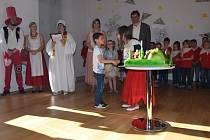 Vyhlašovala se také dětská soutěž s názvem Když zamává večerníček. Výhercům ceny předávala ceny Maková panenka.