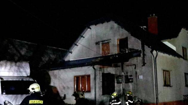 Statku v Cotkytli na Lanškrounsku shořela střecha.