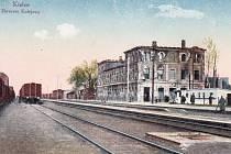 Kielce. Válkou poničená budova nádraží.