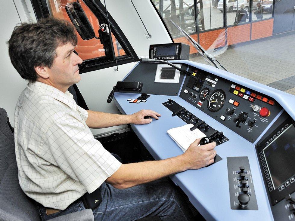 Nový motorový vlak bude jezdit na trase Česká Třebová - Lanškroun.
