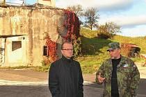 Hejtman Martin Netolický s ředitelem Společnosti přátel čs. opevnění Martinem Ráboňem.