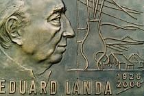 Pamětní deska Edurda Landy.