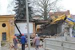 Demolice hasičárny v Chocni.