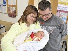 Nikola Červenková dělá radost rodičům Lucii Červenkové a Petru Pytlíkovi z Moravské Třebové, kde už má sestru Natálku. 31. března v 11.46 vážila 3,67 kg.