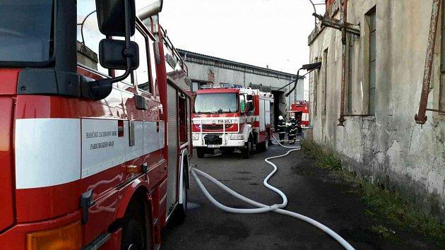 Požár kolny a dodávky vŽamberku.