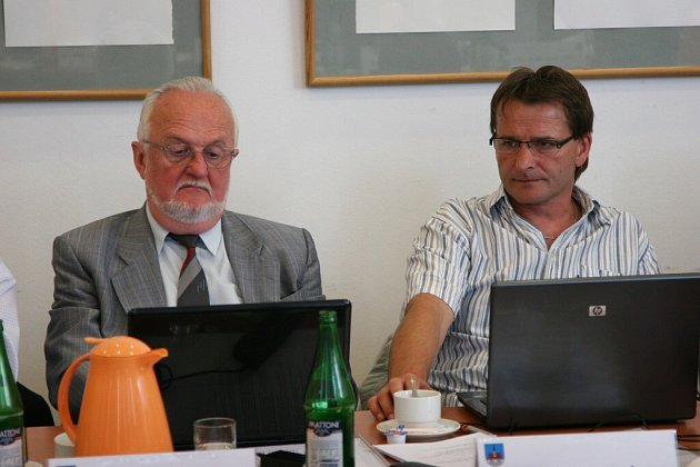 JAN SKOTÁLEK (vpravo).