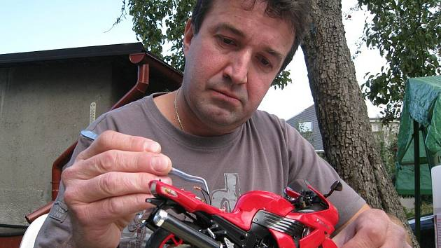 Mistr republiky v kategorii M2 modelů cestovních motocyklů Jiří Jansa.