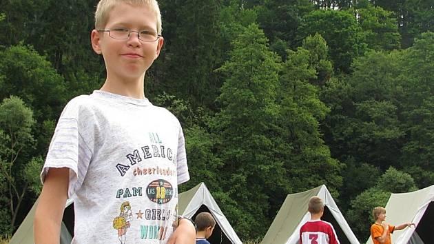 Na týdenním táboře českotřebovského DDM Kamarád Na Podkově mezi obcemi Rybník a Třebovice je část každého dne ve znamení jiné doby.