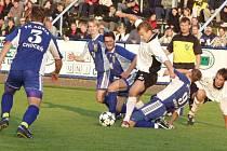 Derby Chocně a Ústí vždy patřilo k tomu nejlepšímu, co divák mohl spatřit. V této sezoně se ale díky sestupu Ústí konat nebude. Krajský přebor nám však derby utkání nabídne hned několik.