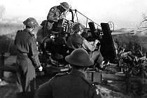 Ostřelování pozemních cílů v zatopené oblasti v okolí Dunkerque.