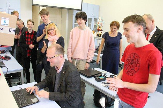 Studenti gymnázia představili nově vybavené učebny odborných předmětů.